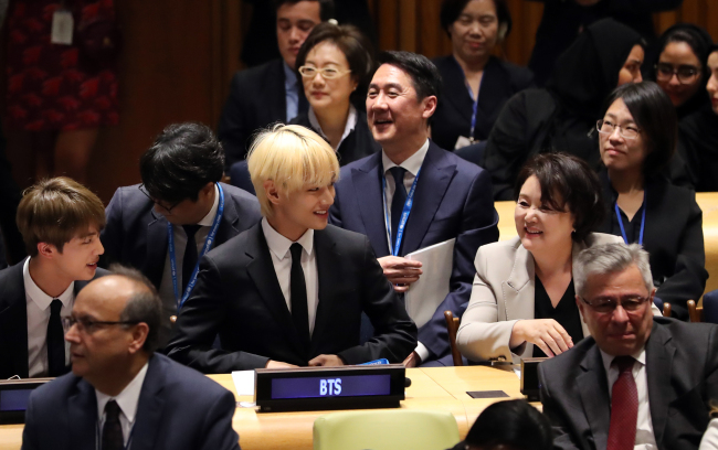 First lady Kim Jung-sook smiles as she greets BTS members. (Yonhap)