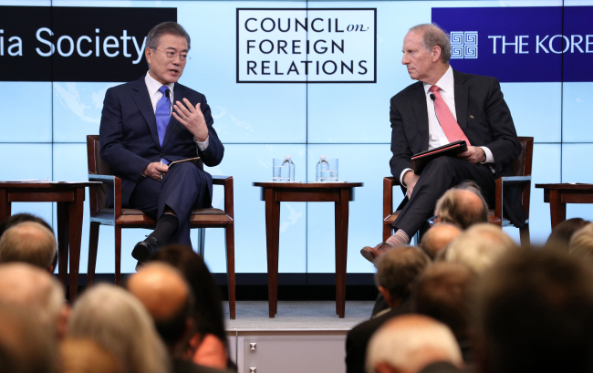 President Moon Jae-in (left) responds to questions from the audience at the Council on Foreign Relations in New York on Tuesday. Yonhap