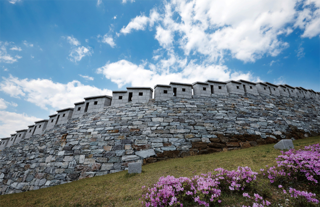 The second section of Seoul Fortress Wall, from Hyehwamun to Heunginjimun in Seoul (Cultural Heritage Administration)