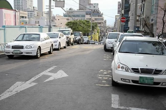 Cars are parked on a street unrelated to the article. (Yonhap)