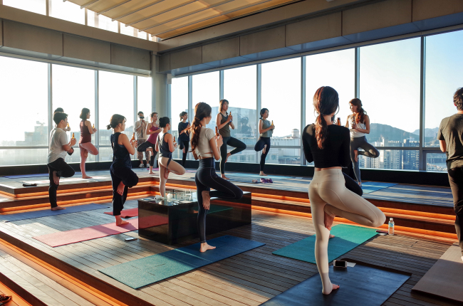 Beer yoga class is held at PGA Golf Academy in southern Seoul on Saturday. (Almondon)