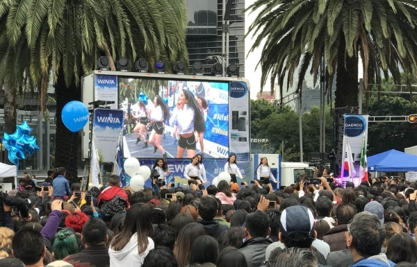 """K-POP IN MEXICO -- Dancers perform at the """"K-pop Party"""" festival organized by South Korea's Daewoo Electronics in Mexico City on Sept. 30. The company said Thursday that the event featured a """"Gangnam Style"""" dance contest, traditional Korean music performances and activities related to traditional culture, alongside booths introducing home appliances under the Daewoo Electronics and Dayou Winia brands. (Daewoo Electronics)"""