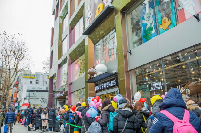 Fans formed a line from early dawn when BT21 was officially released at Line Friends flagship store in Itaewon on Jan. 8. (Line Friends)