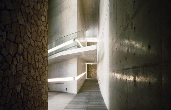 Japanese architect Ando Tadao designed Museum San (Museum San)