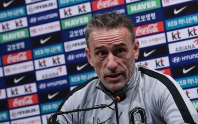 South Korea national football team head coach Paulo Bento speaks at a press conference at the National Football Center in Paju, north of Seoul, on Oct. 11, one day ahead of their friendly match against Uruguay at Seoul World Cup Stadium in Seoul. (Yonhap)