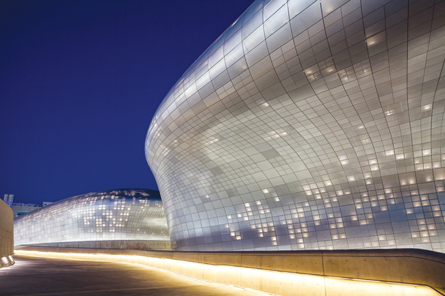 The exterior of the Dongdaemun Design Plaza (Seoul Design Foundation)