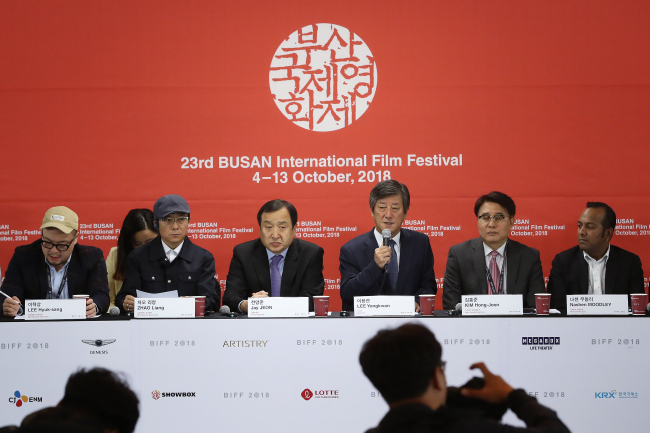 Organizers for the Busan Film Festival participate in a closing press conference on Saturday. (Yonhap)