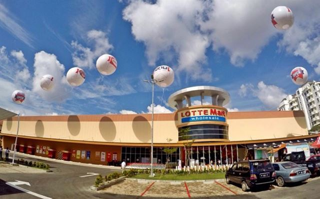 Lotte Mart's Batam outlet in Indonesia (Lotte Shopping)