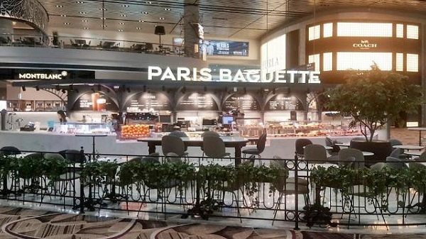 Paris Baguette store in Changi Airport in Singapore (SPC)