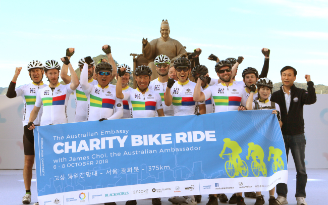 A team of Australian diplomats and citizens pose at Gwanghwamun Square in Seoul on Oct. 8 after a three-day cycling trip for multiculturalism and charity. (Australian Embassy)