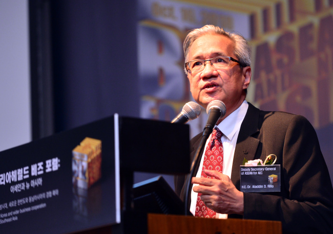 Aladdin D. Rillo, deputy secretary-general for the ASEAN Economic Community, delivers a keynote speech at The Korea Herald Biz Forum in Seoul on Tuesday. (Park Hyun-koo/The Korea Herald)