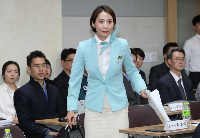 Yoo Eun-jeong, a Korean Air flight attendant, attends a parliamentary audit of the Ministry of Labor at the National Assembly on Oct. 11. (Yonhap)