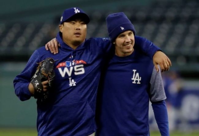 Ryu Hyun-jin and Walker Buehler practice for Game 1 of the World Series. (AP)
