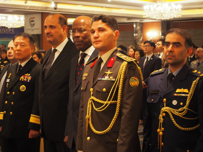 Egyptian Defense Attache Col. Maged Elwan (second from right) poses at a reception for the 45th anniversary of Egyptian Armed Forces Day on Wednesday. (Joel Lee/The Korea Herald)