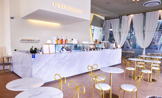 L'Aubenuit -- a patisserie that specializes in French-style desserts -- opened this May in Seoul's Sinsa-dong. (Park Hyun-koo/The Korea Herald)