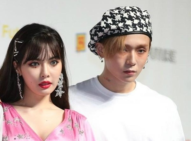 "HyunA and E'Dawn at a press conference for the unit Triple H's album ""Retro Futurism"" last July. (Yonhap)"