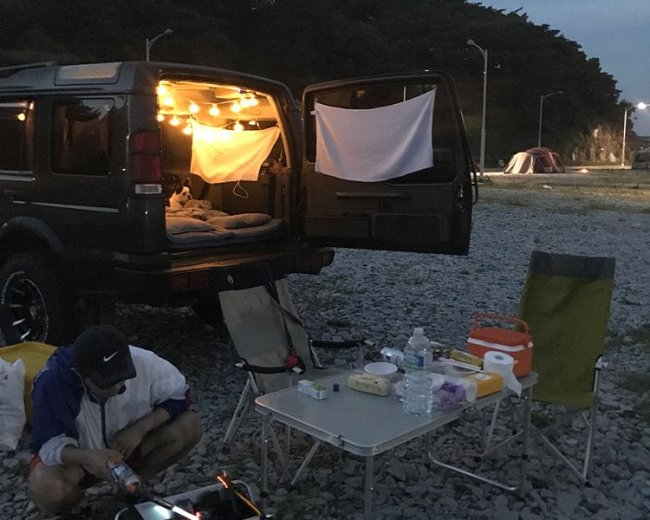 Camper Kang Dong-won and his car (Instagram @dalnote_kang)