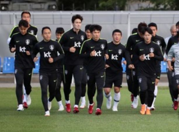 This file photo taken on June 25, 2018, shows South Korea`s national football team players training at Spartak Stadium in Lomonosov, Saint Petersburg, Russia. (Yonhap)