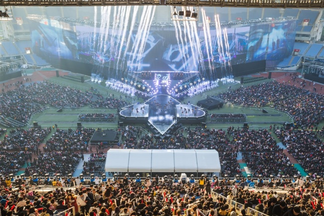 """The 2018 """"League of Legends"""" World Championship Finals are held at Munhak Stadium in Incheon on Monday. (Riot Games Korea)"""