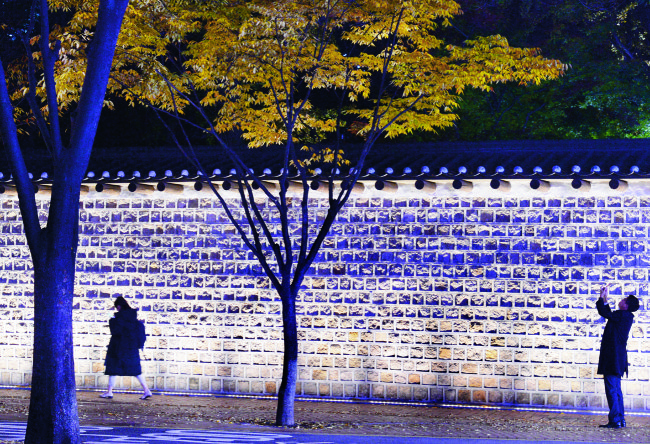 Deoksugung Stonewall Walkway (Park Hyun-koo/The Korea Herald)
