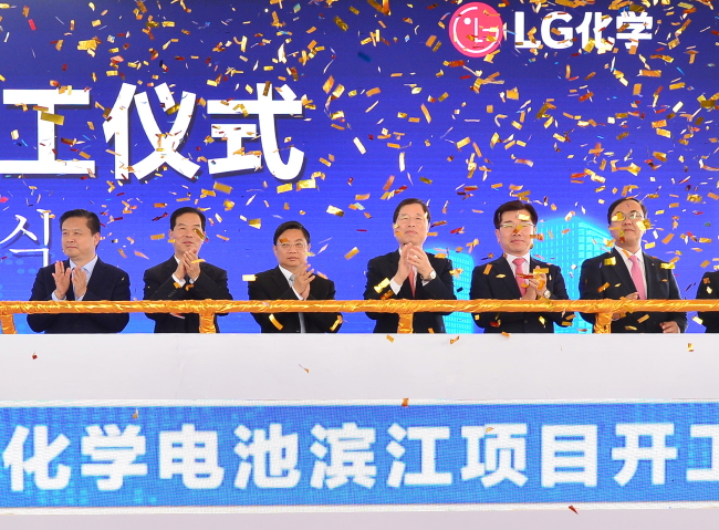 Chinese government officials, including Zhang Jing Hua (third from left), Li Shi Gui (second from left), Xu Shu Hai and Jiang Yue Jian join LG Chem Vice Chairman Park Jin-soo (third from right) to celebrate the groundbreaking of LG Chem's electric vehicle battery plant in Nanjing on Tuesday. (LG Chem)