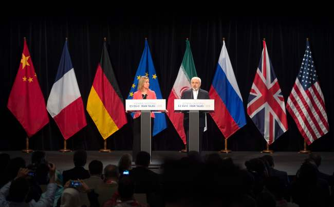 European Union High Representative for Foreign Affairs and Security Policy Federica Mogherini (left) and Iranian Foreign Minister Mohammad Javad Zarif attend the final press conference after the Iran nuclear talks in Vienna on July 14, 2015. (Yonhap)