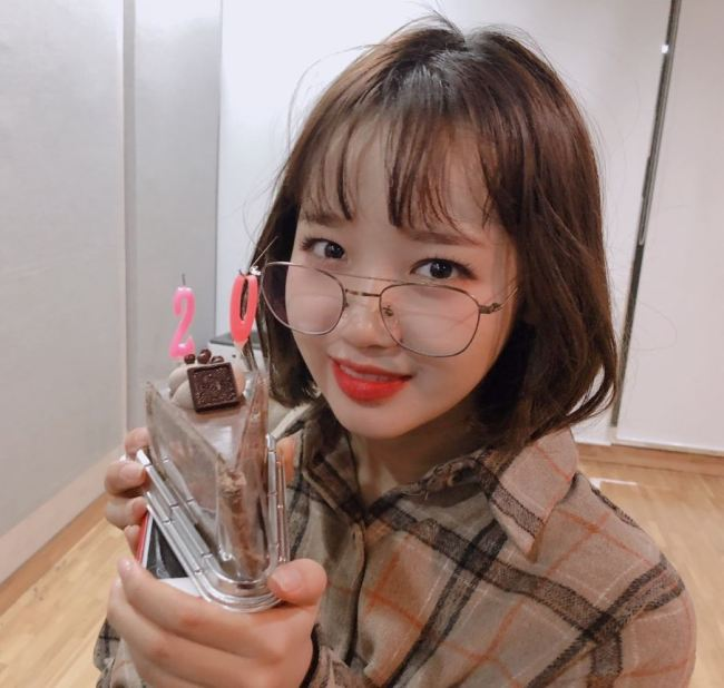 WekiMeki`s Choi Yoo-jung turned 19 on Monday. (@WekiMeki Twitter)