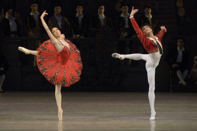 The Mariinsky Ballet's Viktoria Tereshkina (left) and Kim Ki-min (Mariinsky Theatre)