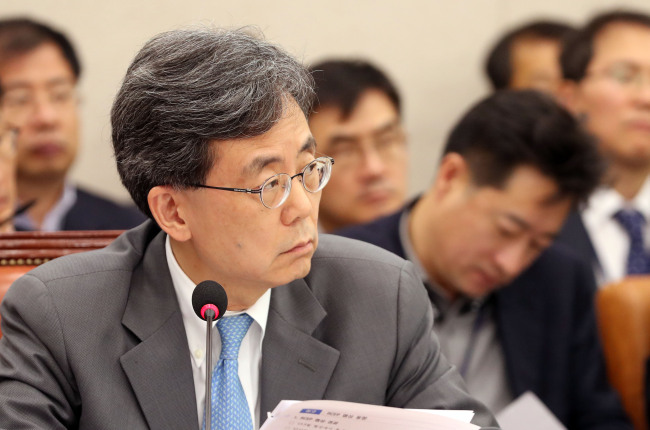 Minister for Trade Kim Hyun-chong at a parliamentary audit on Nov. 6 (Yonhap)