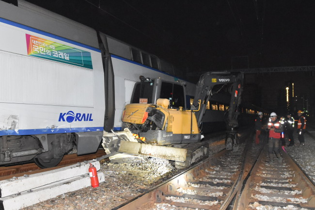 KTX train No. 172, bound for Seoul from Busan, crashed into the excavator. (Yonhap)