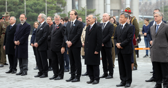Foreign ambassadors at the commemorative ceremony marking the end of WWI (Yonhap)
