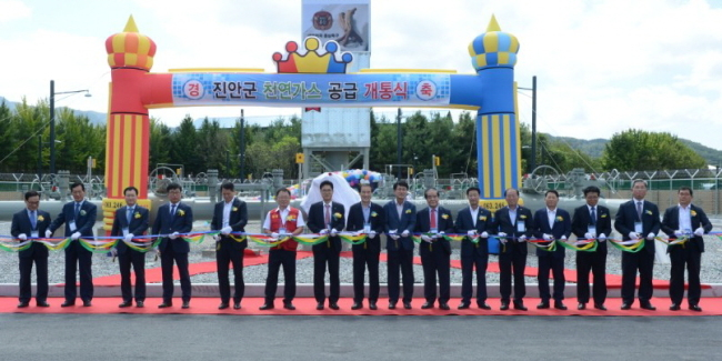 Korea Gas Corp. holds a ceremony to mark the beginning of the supply of natural gas to Jinan County, North Jeolla Province, Sept. 12 (KOGAS)