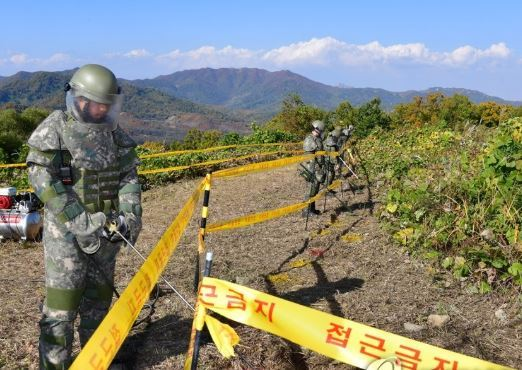 roops engage in demining operations inside the Demilitarized Zone on Oct. 17, 2018, in this photo provided by the Joint Press Corps. (Yonhap)