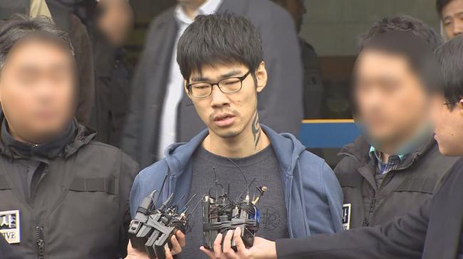 Kim Sung-soo speaks in front of reporters Wednesday. (Yonhap)