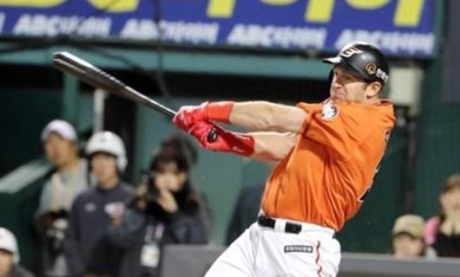 In this file photo from Oct. 19, 2018, Jared Hoying of the Hanwha Eagles takes a swing against the Nexen Heroes in the bottom of the first inning of Game 1 of their first round Korea Baseball Organization playoff series at Hanwha Life Eagles Park in Daejeon, 160 kilometers south of Seoul. (Yonhap)
