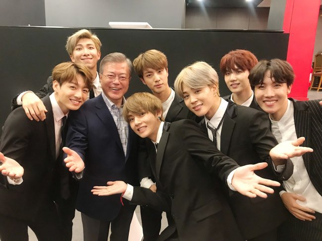 This photo of Moon and BTS was posted on the band`s official Twitter account on Oct. 14. (Twitter @BTS_BigHit)