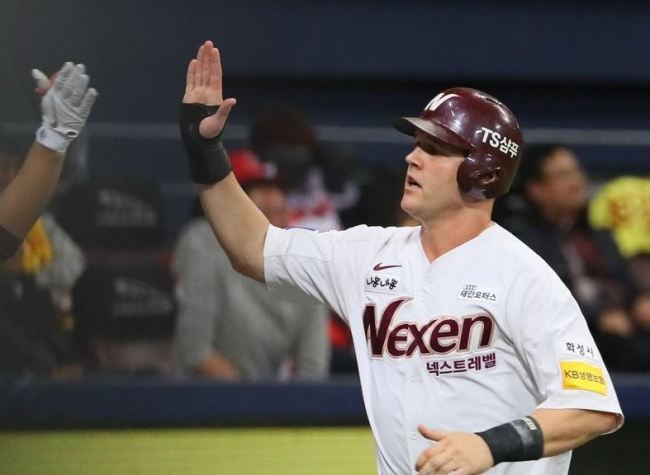 SEOUL, Nov. 23 (Yonhap) -- South Korean baseball club Nexen Heroes said Friday they`ve acquired a new American pitcher, Eric Jokisch, while retaining two of their foreign players for one more season.The Korea Baseball Organization (KBO) team said Jokisch, a 29-year-old left-hander, agreed to a one-year deal worth US$500,000, which includes an undisclosed signing bonus and performance-based incentives.In this file photo from Oct. 16, 2018, Jerry Sands of the Nexen Heroes (R) high-fives a teammate after scoring a run against the Kia Tigers in the bottom of the fifth inning of a Korea Baseball Organization wild card game at Gocheok Sky Dome in Seoul. (Yonhap)