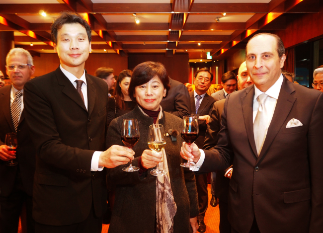 From left: Hong Jin-wook, director-general for African and Middle Eastern affairs at the Ministry of Foreign Affairs; Rep. Nam In-soon, president of the Korea-Lebanon Parliamentary Friendship Association; and Lebanese Ambassador to Korea Antoine Azzam (Joel Lee / The Korea Herald)