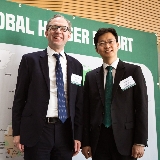 Irish Ambassador to Korea Julian Clare (left) and Concern Worldwide Korea Country Manager Lee Jun-mo (Concern Worldwide)