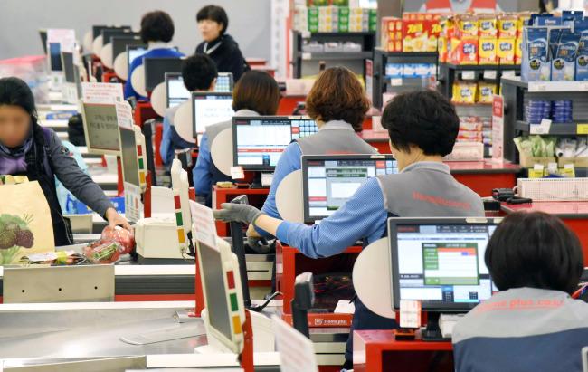 Homeplus cashiers (Homeplus)