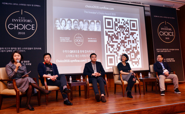 (From left) Jemmie Kim, chief editor of The Investor, WeWork Korea General Manager Matthew Shampine, Lee Seung-gun, CEO of Viva Republica, Korelya Capital managing partner Fleur Pellerin, and SparkLabs co-founder Jimmy Kim participate in a panel discussion during The Investor's Choice, a startup conference, in Seoul on Wednesday. Park Hyun-koo/The Korea Herald