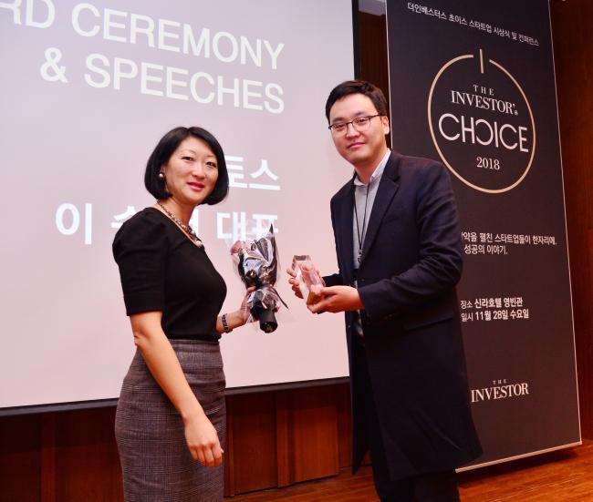 Fleur Pellerin, co-founder and managing partner of Korelya Capital (left) and TOSS CEO Lee Seung-gun. (Park Hyun-koo/The Korea Herald)