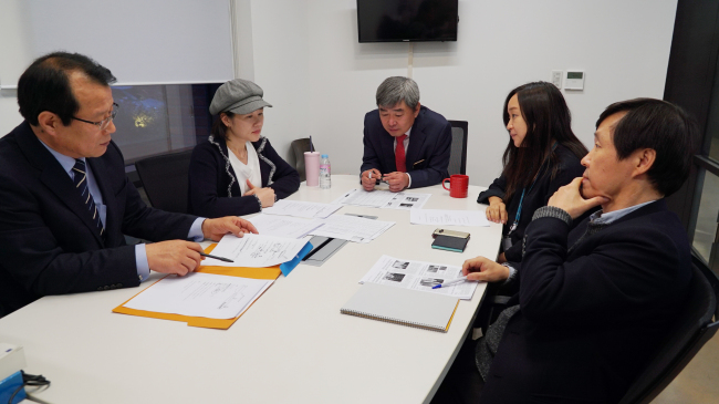 (Members of The Korea Herald Finance Awards Board review candidates for the awards at Herald Corp.'s head office in Seoul. Lim Jeong-yeo/The Korea Herald)