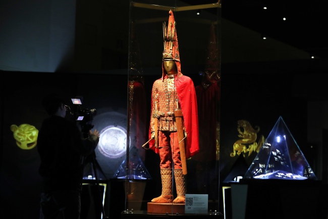 "Kazakhstan's iconic ""Golden Man"" is displayed with full vestment (Yonhap)"