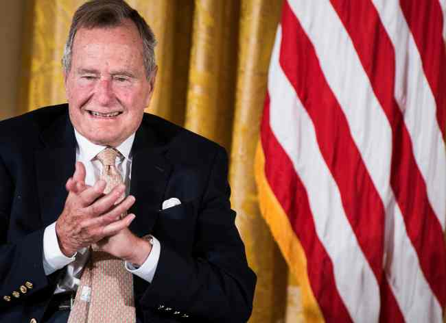 In this file photo taken on July 15, 2013 Former US President George H. W. Bush applauds during an event in the East Room of the White House in Washington, DC. (AFP-Yonhap)