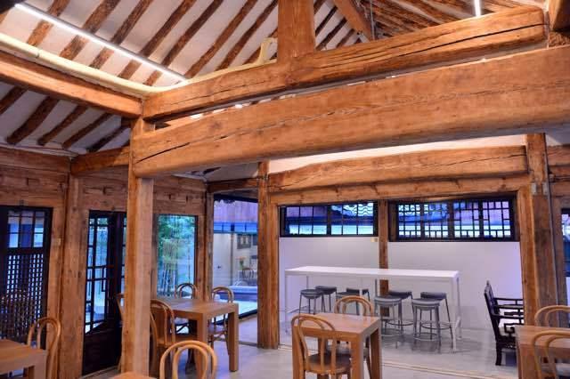 The original structure of the century-old hanok is preserved. (Park Hyun-koo / The Korea Herald)