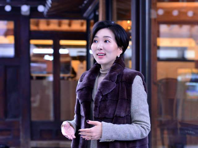 Proprietor Grace Jun speaks during an interview with The Korea Herald on Friday at the cafe (By Park Hyun-koo / The Korea Herald)