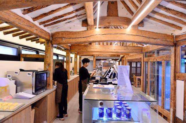 J.Hidden House operates as a cafe, inviting tourists and locals to enjoy the serene beauty of hanok (By Park Hyun-koo / The Korea Herald)
