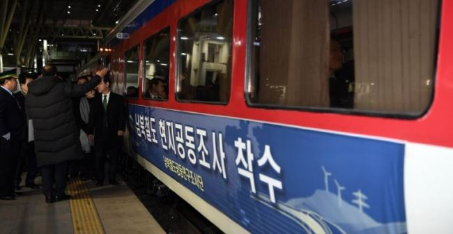 A sign on a train at Seoul Station in the capital on Nov. 30, 2018, says South and North Korea are launching a joint inspection of their railways. The train headed to North Korea`s western city of Sinuiju on the day as the Koreas launched an 18-day inspection of rail lines to modernize and ultimately reconnect them across the border. (Yonhap)