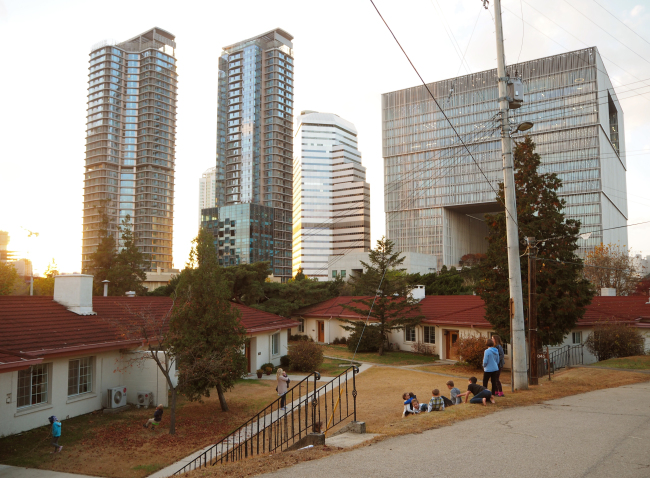 An area inside Yongsan Garrison near the South Post Bunker and Gate 14, which lies in front of the sleek AmorePacific headquarters building (Joel Lee/The Korea Herald)